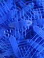 blaue Verbissschutz-Manschetten